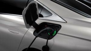 Il dinamismo e comfort ecosostenibili di DS 9 E-Tense con il motore plug-in hybrid