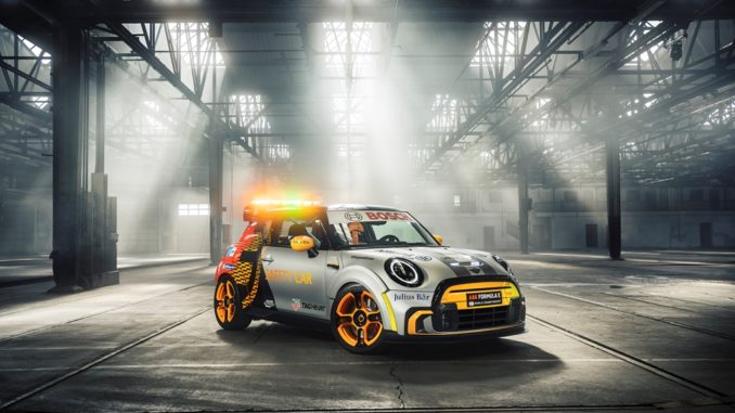 MINI Electric Pacesetter sarà la Safety Car ufficiale dell'ABB FIA Formula E World Championship