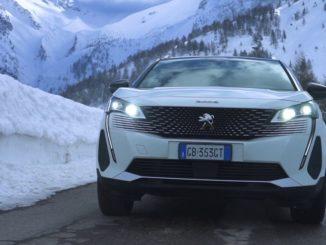 Sulla neve con Nuovo Peugeot 3008 Hybrid4