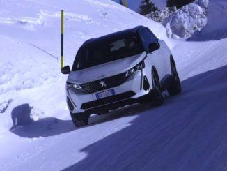 La grande utilità dell'HADC sulla nuova Peugeot 3008 Hybrid4