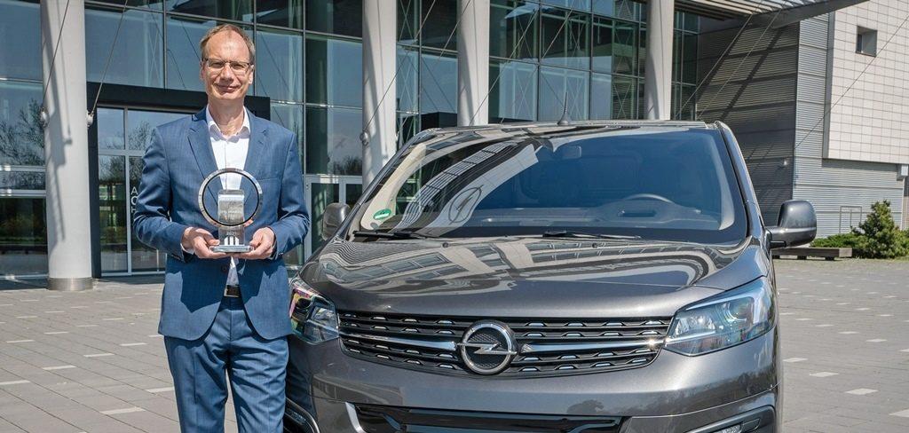 Michael Lohscheller und der Opel Vivaro-e, Van of the Year 2021
