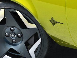 Opel digitalizza il nome dei modelli con il QR Code