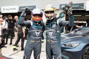 Mikel Azcona con Cupra e-Racer vincono la prima gara del Pure ETCR