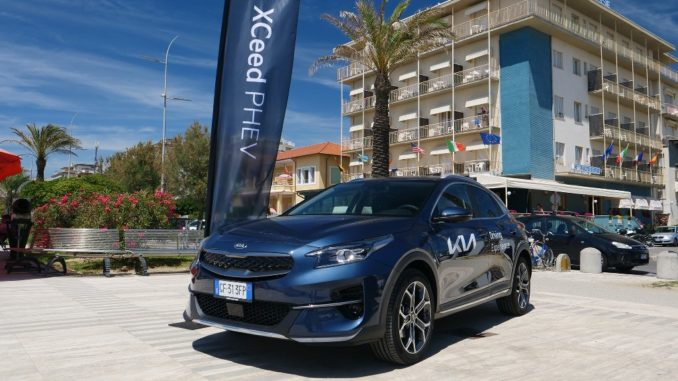 """Con """"Kia Summer Experience"""" la gamma elettrificata di Kia conquista le spiagge italiane"""