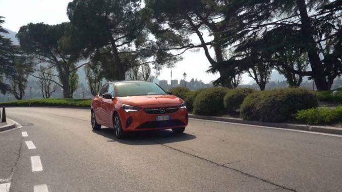 Con Opel Corsa-e sulle strade panoramiche del lago di Lecco