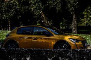 """Gita """"ai Castelli"""" con la Peugeot 208 GT"""