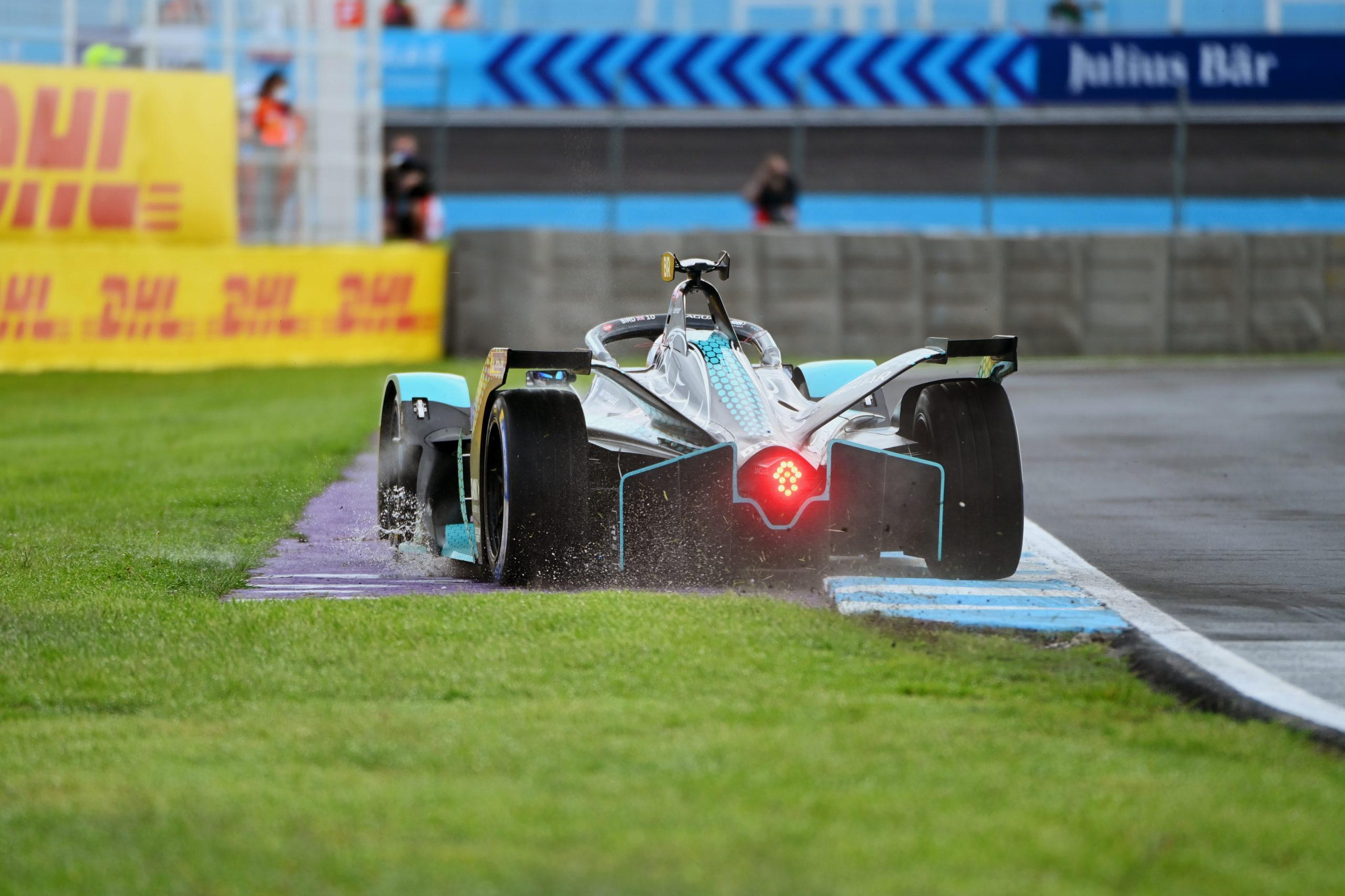 Sam Bird (GBR), Jaguar Racing, Jaguar I-TYPE 5, runs wide