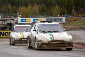 Timmy Hansen sedotto dall'auto FIA RX2e dopo l'esibizione di Höljes