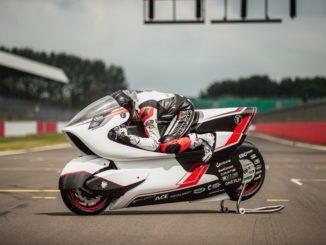White Motorcycle Concepts tenta il record mondiale di velocità in moto elettrica su terra