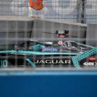 Sam Bird (GBR), Jaguar Racing, Jaguar I-TYPE 5, crashes out in FP1