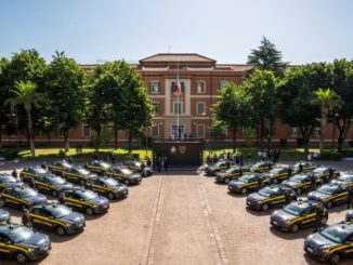 Consegnata la flotta di 30 Peugeot e-208 alla Guardia di Finanza
