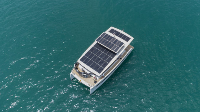 Catamarano elettrosolare Silent 60