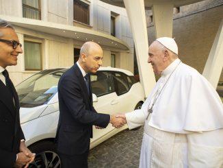 Il Santo Padre riceve una BMW i3 donata da BMW Italia S.p.A.