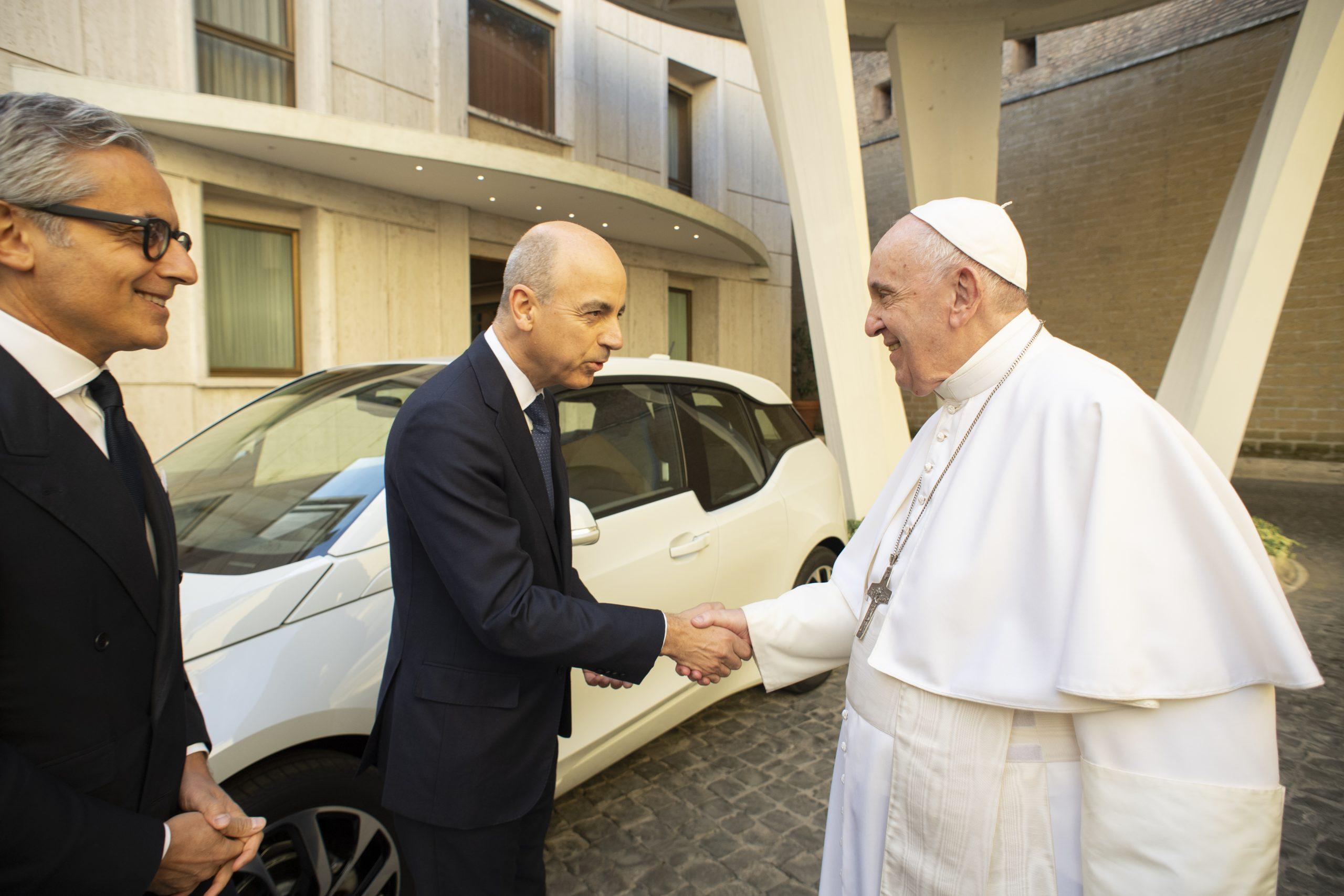 bmw_i3_papa_francesco_electric_motor_news_1