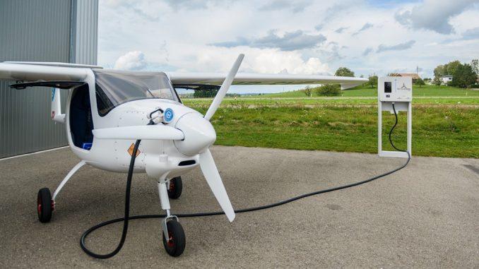 All'AEW eMobility day, la ricarica dell'aeroplano pionieristico