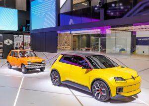 Incontro tra generazioni. Meeting a Monaco della Renault 5 Prototype con le sue antenate