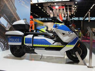 Lo scooter elettrico BMW CE04 in versione Polizia al Milipol 2021 a Parigi