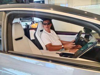 Guida su strada della Hi Phi, l'auto elettrica di alto livello made in China